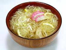 レモンと黒胡椒が旨い鶏塩スープ稲庭うどん!