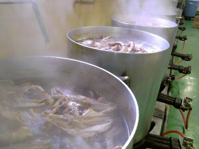 脂身のバターのような香りと甘味、他では味わえない鶏皮の素晴らしい食感。鶏ガラから出るスッキリとしながらも深い旨み。