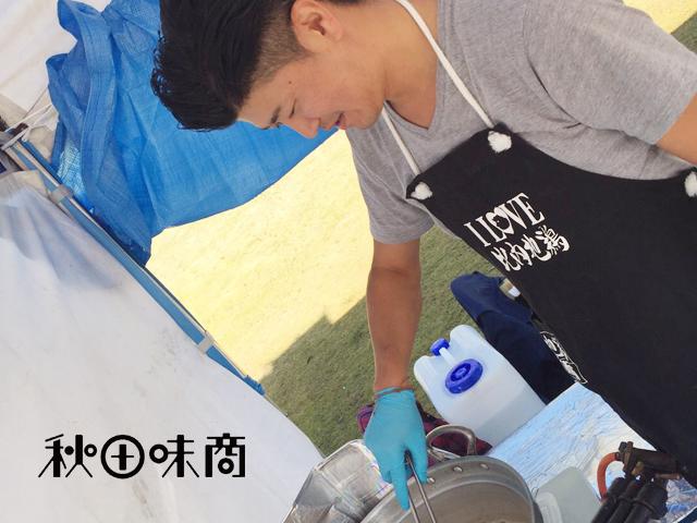 民間業者5社で運営する「あきた比内地鶏の会」では、比内地鶏広報活動として各種イベントに屋台出店しております。東日本ご当地バーガーサミットで準グランプリを獲得した看板メニュー「比内地鶏バーガー」が大人気です。ぜひあなたの街のイベントや催事にもお声がけください!